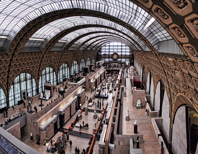Photo of the main hall of the Orsay Museum, to illustrate a Musée d'Orsay Guided Tour in Paris, France.