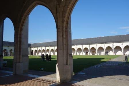 Photo le Campo Santo l'ancien grand cimetière d'Orléans. pour illustrer la visite guidée de la cathédrale d'Orléans et environs à  Orléans, Val de Loire, France.