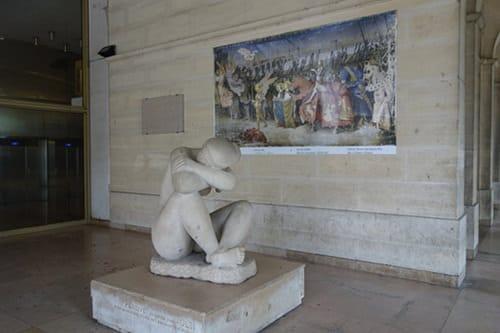Photo du parvis du musée des Beaux-Arts d'Orléans pour illustrer la visite guidée d'une heure trente minutes du musée des Beaux Arts d'Orléans ; Orléans, Val de Loire, France.