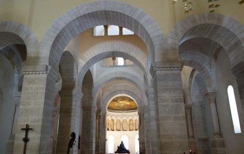 Photo de l'Oratoire carolingien de Germigny-des-Prés, seule église en France avec une mosaïque carolingienne, visible dans les environs d'Orléans, Val de Loire, France.