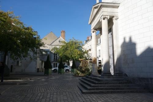 Visiter Orléans c'est d'abord visiter la rue de Bourgogne connu pour ses bars mais aussi pour son patrimoine. Ici le temple protestant.
