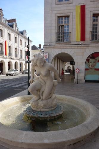 Photo des quais de Loire pour illustrer la visite guidée d'Orléans dans le Val de Loire, France.