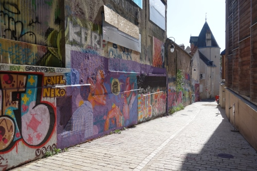 Don't miss the street art during your visit of Orléans. At the background of the photo the only remaining tower of the ancien city wall is remaining