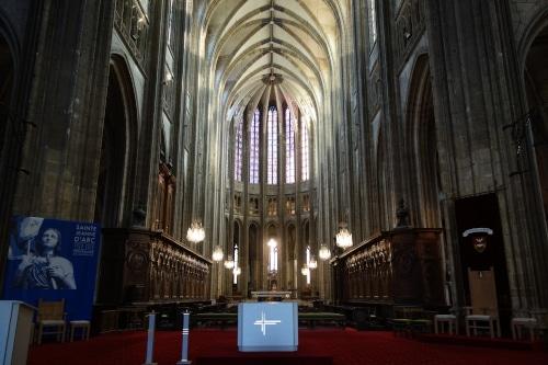 Photo du choeur de la cathédrale d'Orléans pour illustrer la visite guidée de la cathédrale d'Orléans dans le Val de Loire, France.