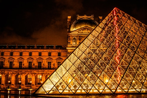Photo of the louvre great pyramid to illustrate the Louvre private tour, Paris, France.