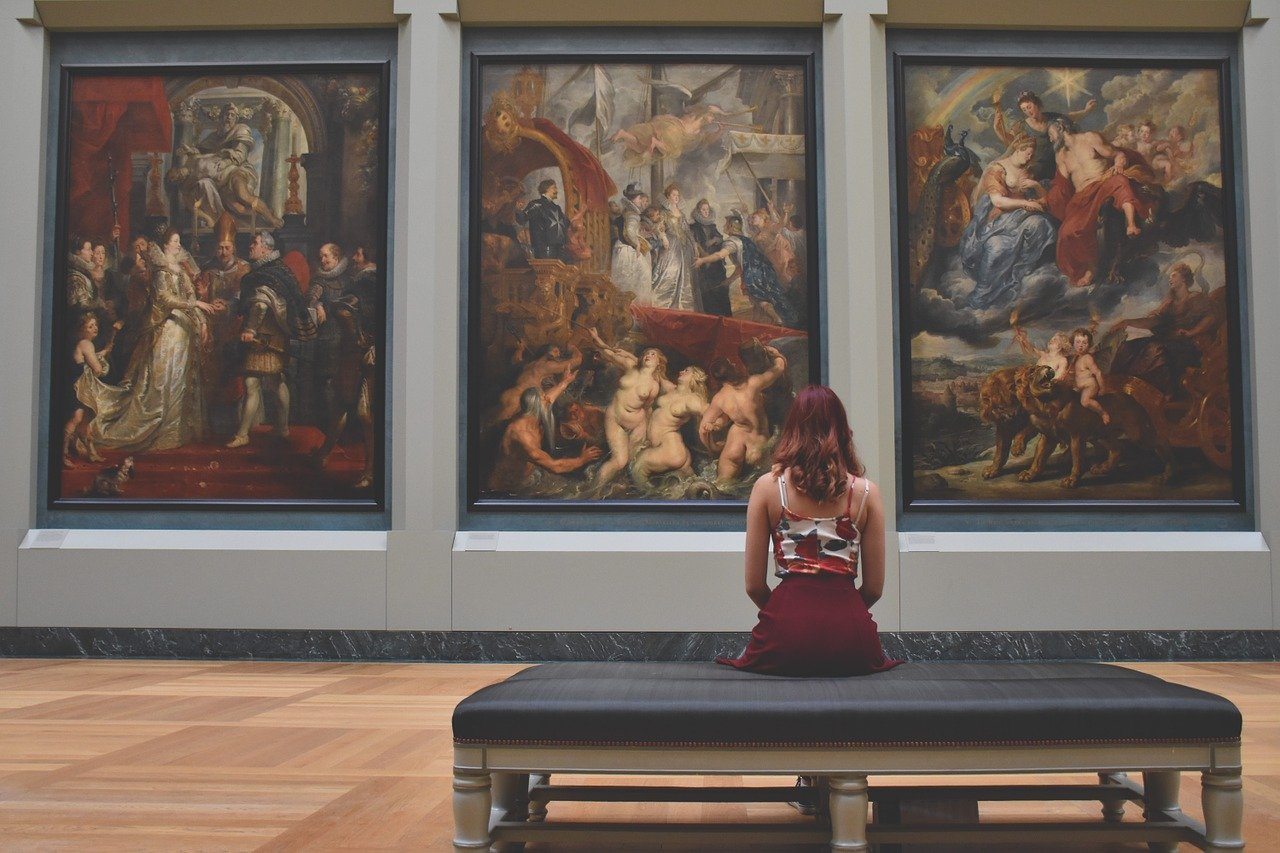 Photo of the Marie de Medicis Rubens gallery to illustrate the Flemish and Dutch painting Louvre tour.